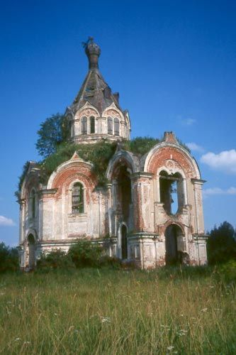 Abandoned churches were a common sight in the countryside. This one  near Stepurino looked beyond repair.