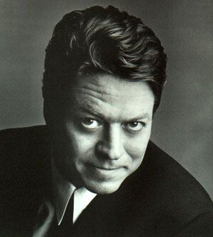 Robert Palmer, I was listening to him today on Spotify I miss this talent. He was such a underrated singer. Had a gorgeous sexy voice and very good looking.