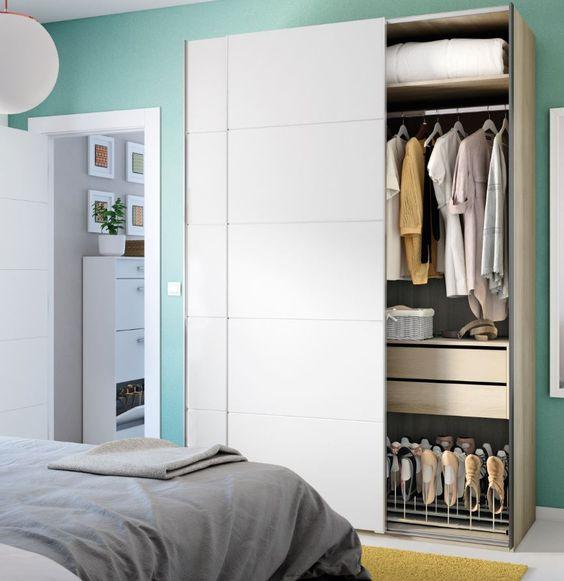 ¿Armario siempre ordenado?, sí, es posible con los accesorios de interior adaptados al tipo de ropa que guardes.:
