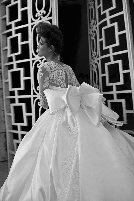 Berta Wedding Dresses with Dreamy Hollywood Glamour. http://www.modwedding.com/2013/03/11/dreamy-hollywood-glamour-wedding-gowns-by-berta/ #wedding #weddings #fashion #weddingdress #weddinggown