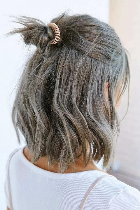 Coloration 2021 Optez Pour Le Gris Des Maintenant Coiffure Carre Long Couleur Cheveux Court Coiffures Carre