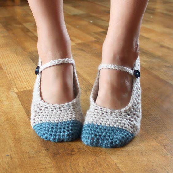 Crochet Pattern - Adult Chloe Slippers (Sizes 3-12). $5.50, via Etsy.