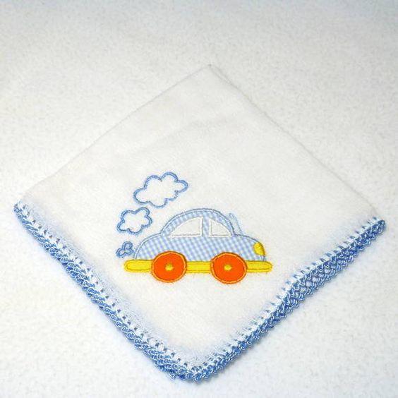Babita (fralda de boca) com fusquinha bordado e acabamento em crochê.    Prática e super charmosa.    Tamanho: 32 x 32 cm    Tecido: Fralda Cremer Luxo - 100% algodão