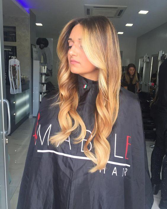 Non stressare i tuoi capelli con i classici colpi di sole ... Con le nostre sfumature potati ottenere la stessa luce senza effetto ricrescita 🔝❤️ SUNSHINE PERLATO BY AMABILE 😍#ischia #procida #capri #hairextension #hair #amabilehair #capelli #napoli #roma #ammot #keybeach #clubpartenopeo #neasy #salerno #marano #mugnano #giugliano #sun #shatush #hairstyle #stylist #vomero