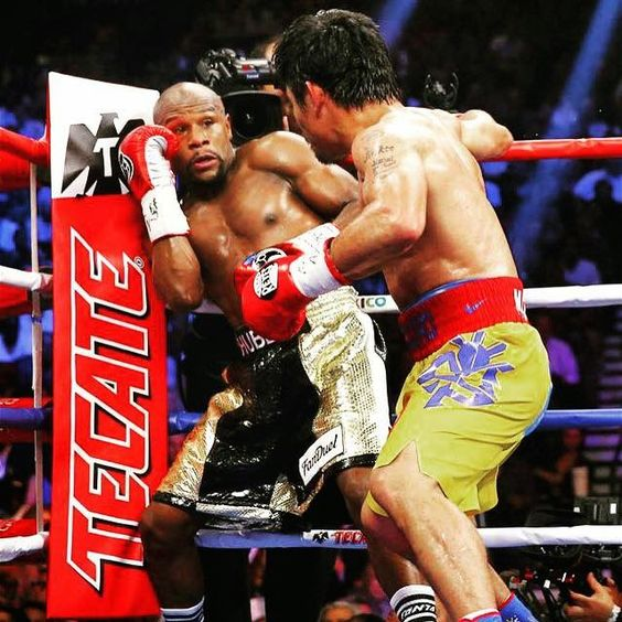 Superfight 2015 - Floyd Mayweather on the defensive against Manny Pacquiao.