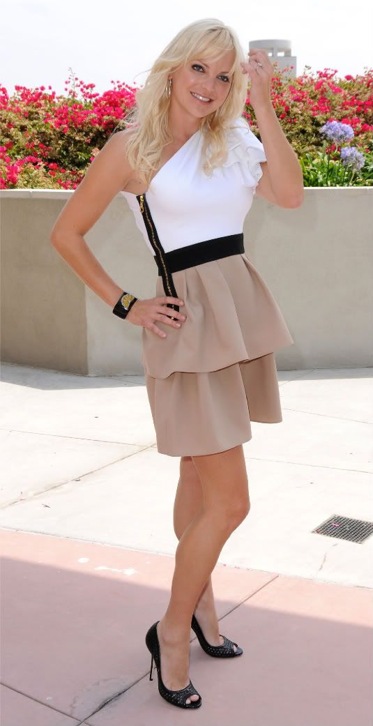 Love this dress!! She is just too cute but I have to admit her husband is my biggest crush! :) lol