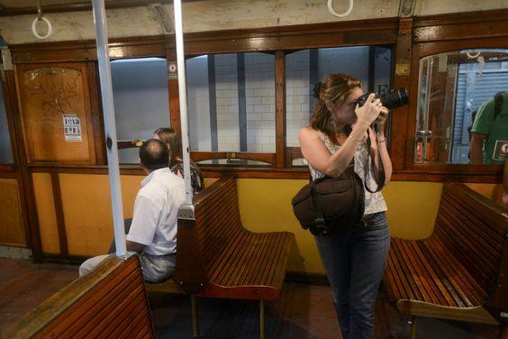 Durante todo el dia, los viejos vagones que salen de servicio, fueron el atractivo para los fotógrafos y los curiosos.(Gerardo Dell'0ro)