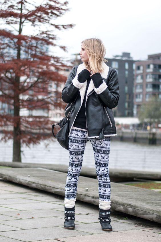 Cozy Winter Style: Advent, christmas, lambskin jacket by Steve Madden, black bag by Liebeskind Berlin, reindeer leggings, socks, boho boots in black  - Streetstyle, Hamburg, Outfit, Blogger