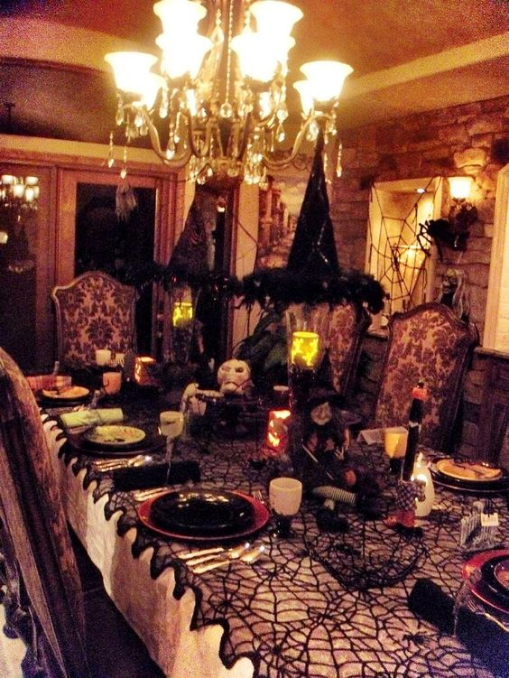 Dinner table settings Table centerpieces and Halloween - Witch Decorations Indoor