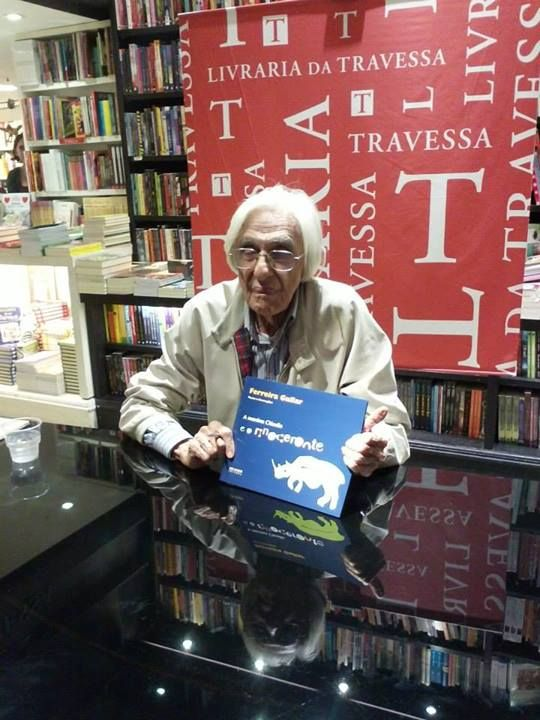 Ferreira Gullar na noite de autógrafos - 01/08
