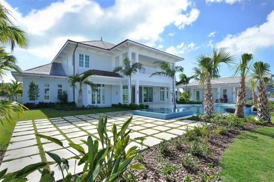 Best Waterside Houses For Sale Right Now 8 9m Bahamas Holiday Home Scene Therapy Maine House House Palace For Sale