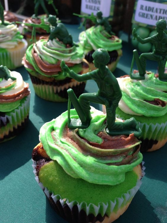 army themed birthday  party - camo cupcakes