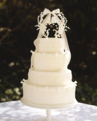 This vintage cake topper boasts two of the most iconic wedding elements: Lily of the Valley and wedding bells.