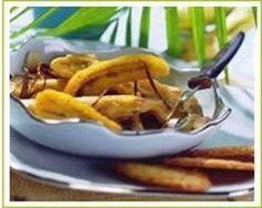 banane flambée à la cannelle et aux amandes : http://www.cuisineaz.com/recettes/banane-flambee-a-la-cannelle-et-aux-amandes-4109.aspx