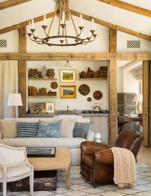A gorgeous family room in a modern farmhouse guest house with interior design inspired by French farmhouse and French Country style by Giannetti Home. #frenchfarmhouse #frenchcountry #interiordesign #decorideas #rusticdecor #rusticchandelier #beams #belgianlinen #patinafarm #giannettihome