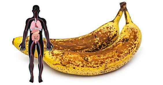 É isso que vai acontecer se você comer duas bananas maduras machadas por dia durante um mês