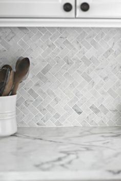 Calacatta tile can be used in a variety of ways