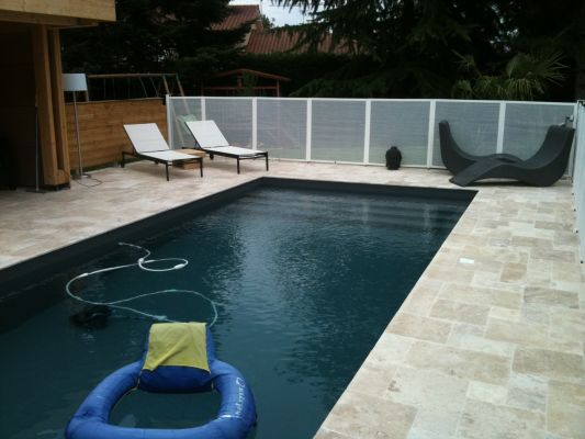 Liner gris anthracite par temps couvert petit plongeon for Piscine hors sol gris anthracite