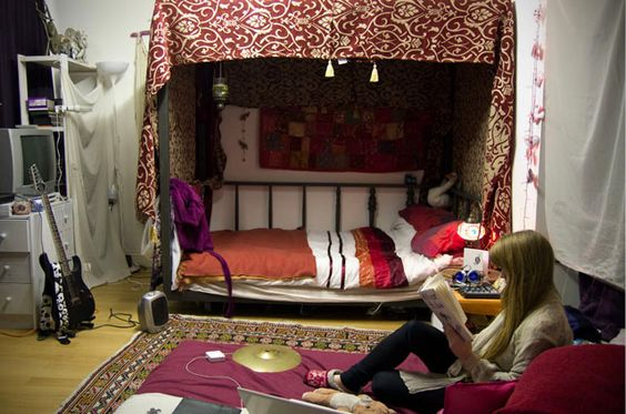 I love the way this bed is set up like a little cave