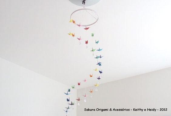 Móbile de 36 tsurus em espiral!! http://blog.sakuraorigami.com.br/2012/05/mobile-de-36-tsurus-da-severina.html
