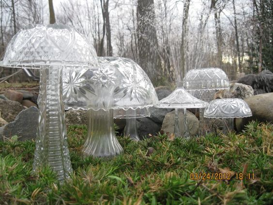 glass mushrooms made out of vases and bowls | Garden mushrooms made from old glassware: florist vases and bowls