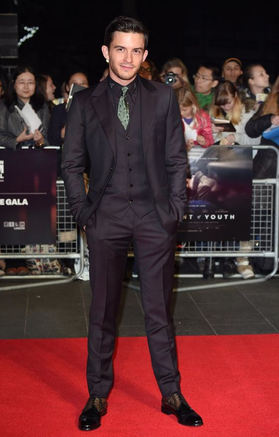 Pin for Later: That's a Wrap! See All the Stars Who Ditched Hollywood For the London Film Festival Jonathan Bailey Jonathan was spotted at the screening of Testament of Youth.