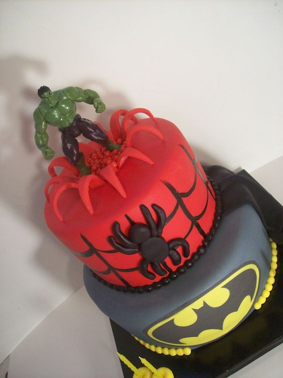 Super hero cake Auckland USD349 (figurines bought from a ...
