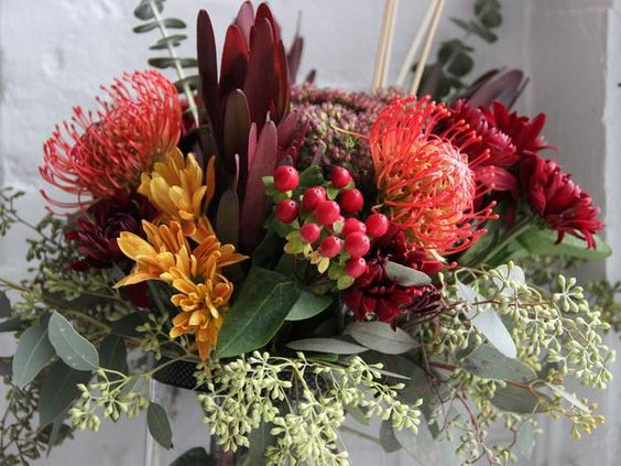 Make a Thanksgiving Floral Centerpiece >> http://www.diynetwork.com/decorating/make-a-thanksgiving-floral-centerpiece/pictures/index.html?i=1?soc=pinterest