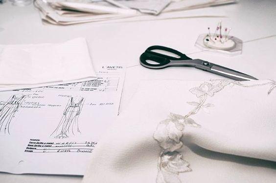 Trabajamos día a día cuidando cada pequeño detalle para ti... 👗 ¡¡¡Te esperamos en L'AVETIS!! 💒 Reserva tu cita llamando al 933 60 65 36. #lavetis #lavetisnovias #vestidosdenovia #weddingdresses #altacostura #hautecouture #handmade #madeinspain #atelier #barcelona #novias #brides #bodas2017 #hardwork #showroom #bridal #loveourjob #weddingdesigner #noviasdiferentes