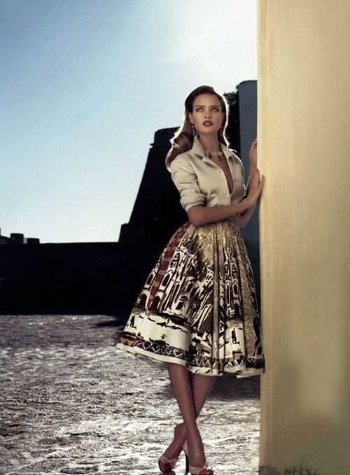 The wonderful team of Mert Alas & Marcus Piggott photographed this editorial for Vogue US 04. The beautiful Natalia Vodianova captured the 50′s and 60′s feel perfectly in this gorgeous Mediterranean setting. The fashion editor was Grace Coddington.
