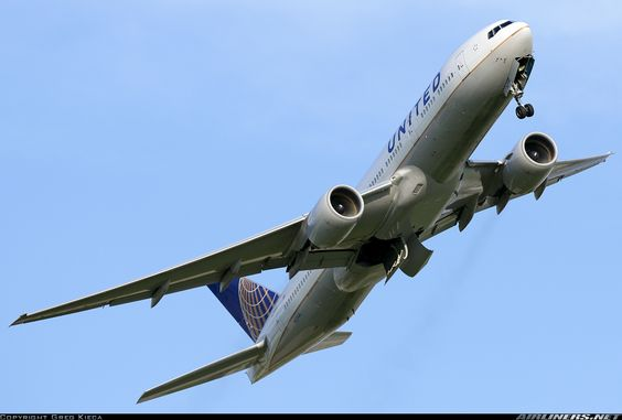 Boeing 777-222/ER aircraft picture