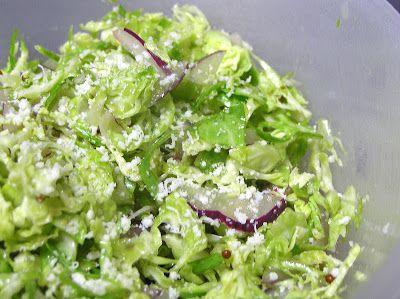 A Casa da Vidazinha: Salada de Couve de Bruxelas e Cebola Roxa