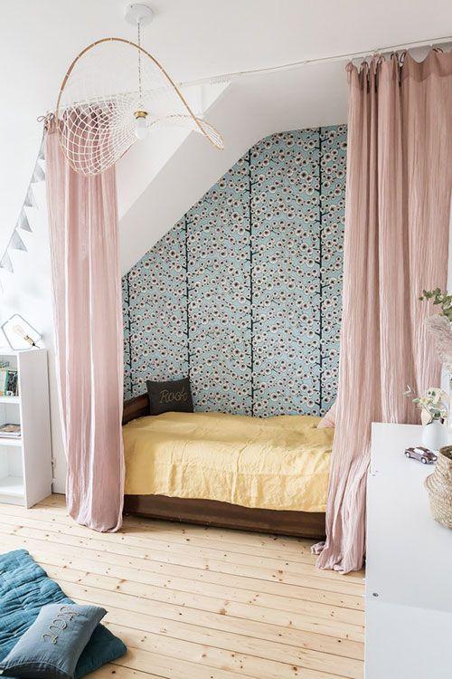 Chambre De Fille Decoree Avec Le Papier Peint Cotton Tree De