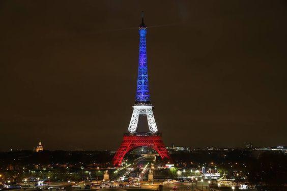 """Paradise Classic on Twitter: """"La #TourEiffel illuminée ce soir en bleu, blanc et rouge...  https://t.co/alNPZRA1Xw"""""""