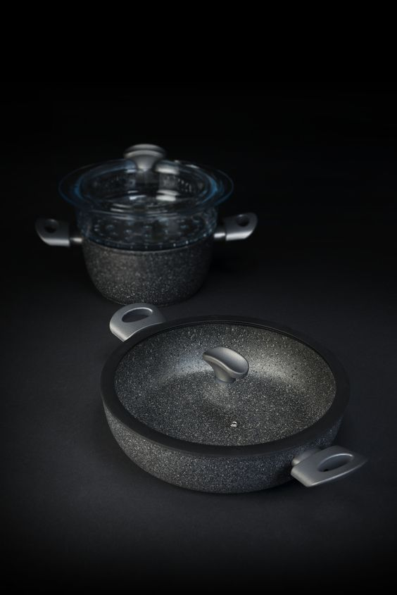 Mineralia: renforced mineral coating. Made in Italy cookware.
