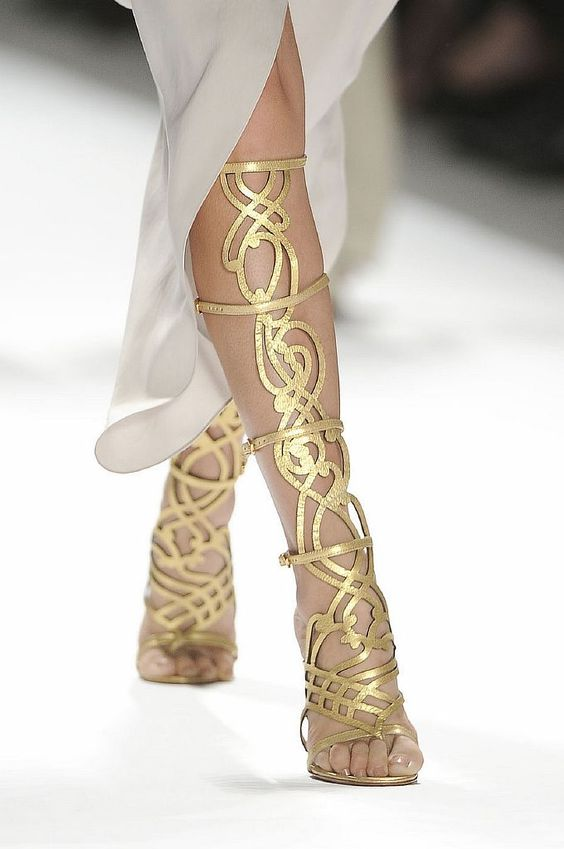 DIY inspiration: gold leather strap gladiator sandals | DIYs We ...