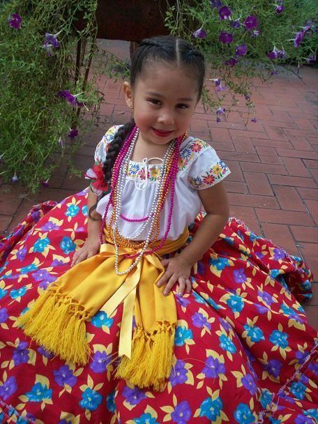 Hija Denisse, Con traje tipico del bello estado de Tabasco, Mexico