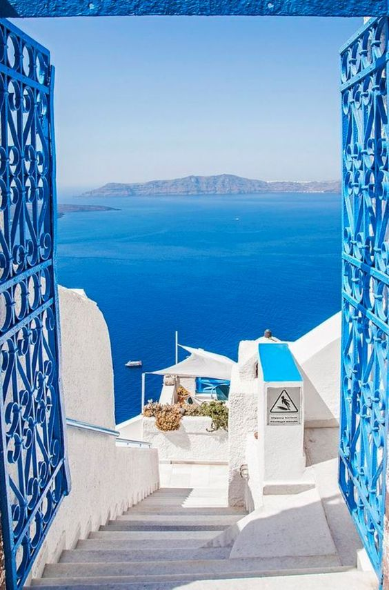 Living a Beautiful Life, Santorini, Greece