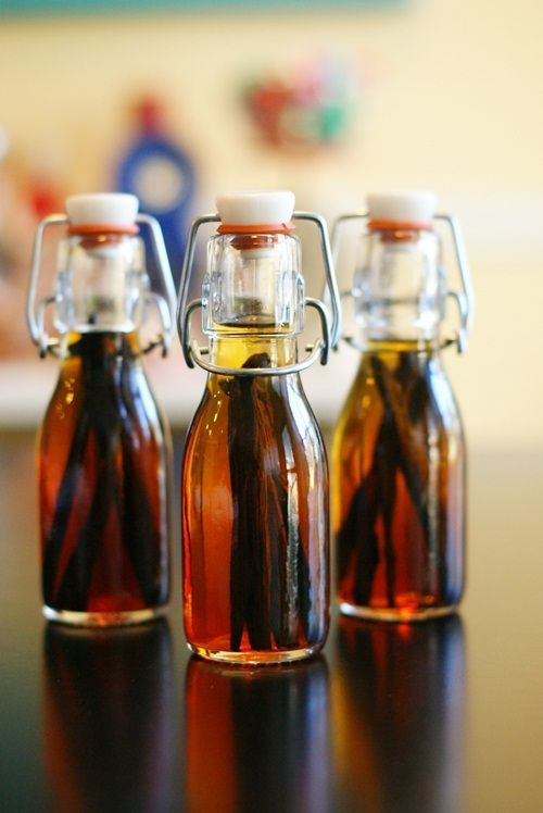 DIY Vanilla Extract from Bridget of Bake at 350 - make it now, have it to give at Christmas!
