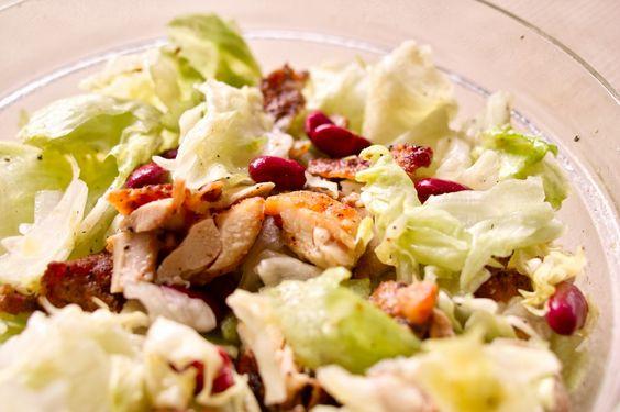 こんがり焼いた鶏もも肉のシンプル簡単サラダを作ってみた!
