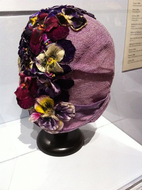 Pansy Cloche >> I could work this hat.