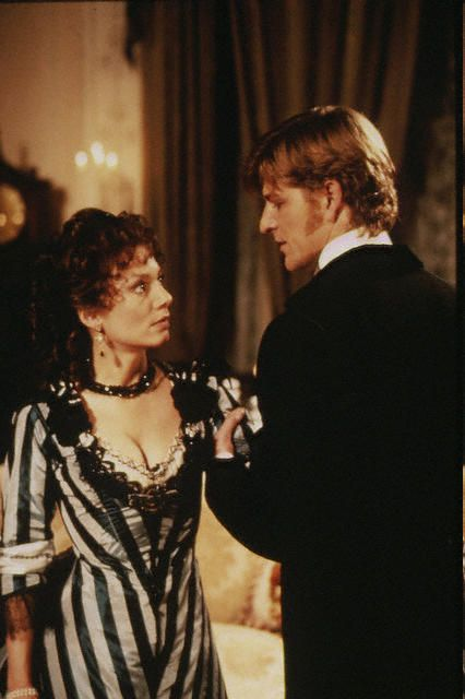 Joanne Whalley as Scarlett with Sean Bean as Lord Fenton in Scarlett the miniseries 1994