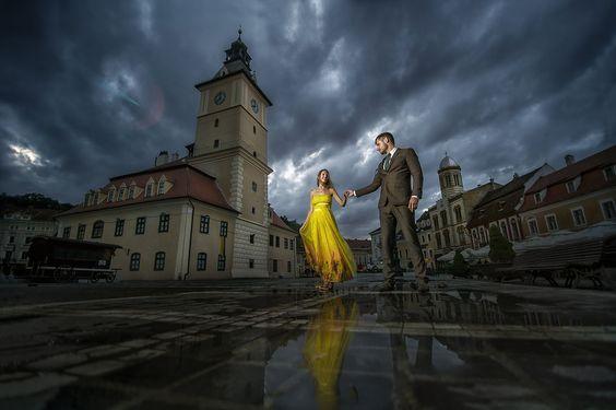 Brautpaarshooting in der alte Stadt, Hochzeitsfotos, Verlobung Fotos von Hochzeitsfotograf Ciprian Biclineru www.ciprianbiclineru.de