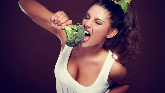 Girl eating broccoli: Effective Weight Loss, Loss Healthy, Weight Loss Diets, Easy Weight Loss, Healthy Weight, Broccoli Diet, Muscle Food, Healthy Life