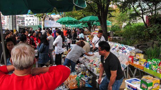 Khu chợ luôn đông đúc và tấp nập hoạt động mua bán Ảnh: theseoulguide.com