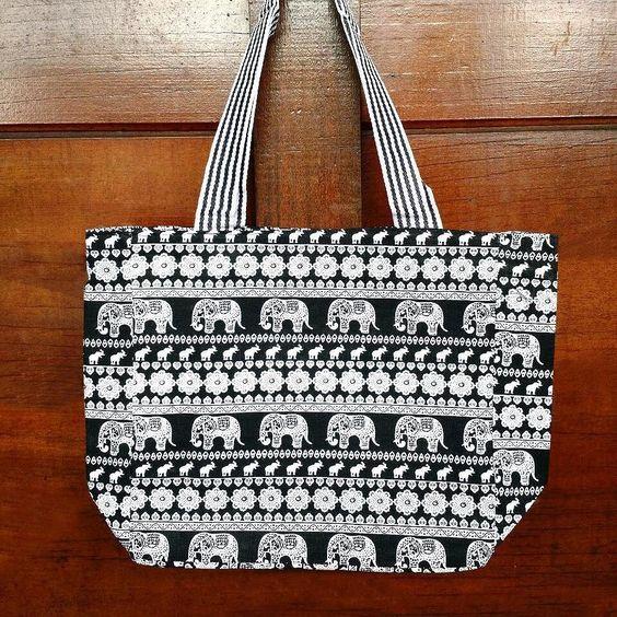 Bolsas sacolas com estampas étnicas. Por R$ 2990  Tem algo muito legal que você gostaria que encontrar na nossa loja?  Fale conosco pelo whatsapp: 13 982166299  #modaetnica #bolsa #elefantes #oriental