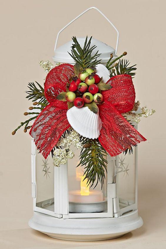 """8 """"Metal Blanco Linterna, de la decoración con las bayas del invierno, conchas blancas, arco rojo::"""