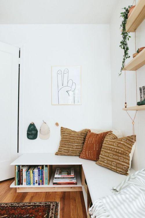 Astuce Petits Espaces Une Banquette Dans La Cuisine En 2020 Amenagement Petit Espace Petit Appartement Rangement Petit Espace