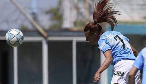 Mara Gómez no pudo evitar la caída de su equipo en un partido que será recordado por su debut. Foto: AFP
