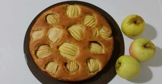 Moelleux à souhait et facile à réaliser, mon gâteau aux pommes régalent les petits et les grands au goûter. Découvrez ma recette légère de gâteau aux pommes